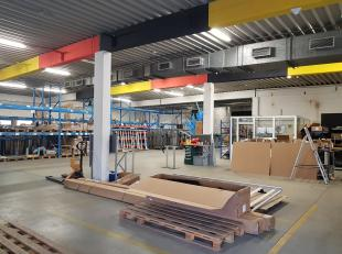 Magazijn te huur te Tienen.<br /> Oppervlakte magazijn is ca 455m2 met twee sectionaalpoorten.<br /> Kantoorruimte van ca 75m2<br /> Hoogte ca 4m