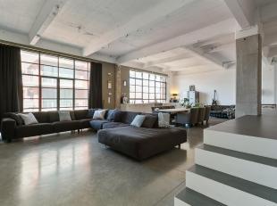 HERENTDeze ruime en prachtig afgewerkte loft van 146m² woonoppervlakte + 10m² terras is gelegen op de tweede verdieping op wandelafstand van