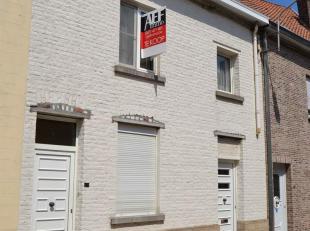 IN OPTIEDeze te renoveren woning met 2 slaapkamers is gelegen nabij het winkelcentrum van Tervuren. De zolder van 47m² beschikt over een vaste tr