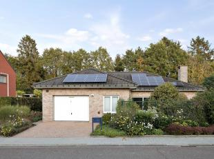 HEVERLEEDeze instapklare bungalow met 2 slaapkamers is gelegen in een groene omgeving op een boogscheut van het winkelcentrum van Leuven. Er is een mo