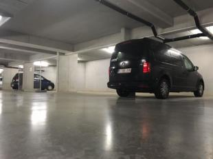 Zoek niet langer naar een parkeerplaats in Anderlecht! Gelegen langs de Lenniksebaan 197 is een overdekte parkeerplaats te koop. Aarzel niet en contac