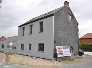 Deze gerenoveerde woning is gelegen vlakbij het industriepark van Heist-op-den-Berg. Het beschikt over 2 slaapkamers, woonkamer, badkamer, open keuken