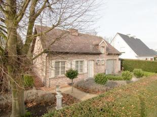 Deze keurige landelijke woning bevindt zich in een rustige buurt maar toch nabij de dorpskern van Noorderwijk, een levendige gemeente in de Kempen. Me