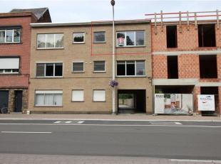 Gunstig gelegen gezellig appartement met 2 slaapkamers en garagebox.<br /> Het appartement is gelegen op de 2de verdieping en omvat een hal, wc, een l