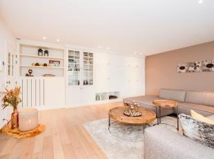 Dit appartement met LUXE afwerking is gelegen in het centrum van Rumbeke, nabij winkels, openbaar vervoer, scholen, autosnelweg E403... Het gebouw is