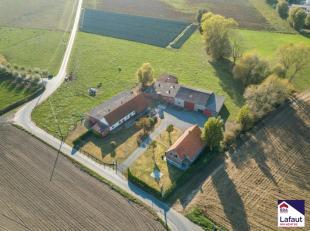 Unieke hoeve met veel mogelijkheden op 18.762 m² aan de voet van de Poelberg in Tielt!Ligging: TOPLIGGING, rustig gelegen nabij de poelberg, mooi