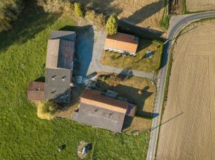 Unieke hoeve met veel mogelijkheden op 8.762 m² aan de voet van de Poelberg in Tielt!Ligging: TOPLIGGING, rustig gelegen nabij de poelberg, mooie