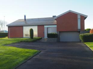 Gezellige vrijstaande woning met 3 slaapkamers, garag & tuinLigging:Deze woning is gelegen op de invalsweg tussen Tielt en Wingene. Nabij het cent
