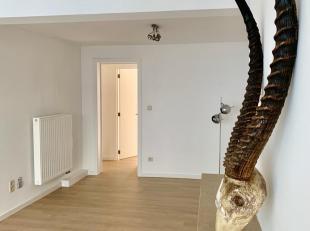 Contact Simon 0498 123 708 of mail naar simon@vicusvastgoed.be<br /> In de Begijnengracht vinden we dit gerenoveerde appartement in FIETSSTRAAT. MOBI