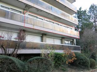 """Appartement situé au 2e étage de la résidence """"Etoile du Nord"""" avec ascenseur composé d'un hall d'entrée avec placa"""
