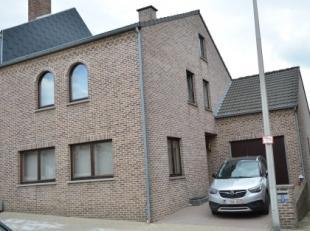 Deze woning is gelegen op 5 min van de verbindingsweg RIEMST - VISE.<br /> Klassieke bouwstijl, moderne afwerking binnenzijde !<br /> Voorzien van all