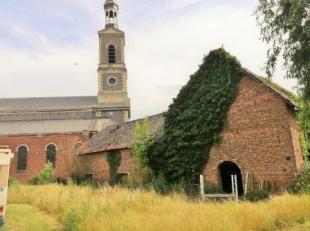 Gelegen in de directe omgeving van de kerk, bevindt zich deze geklasseerde hoeve. Ze is deels nog bewoond. De overige delen worden/werden gebruikt als