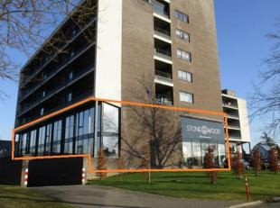 TE KOOP HASSELT. Toonzaal + kantoor op zichtlocatie langs de grote Ring van Hasselt gelegen. Totale oppervlakte: ongeveer 900 m², voorzien van 9