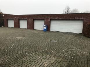 HASSELT. Gelijkvloers appartement met zeer groot terras. Garage.