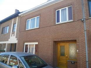 DIEPENBEEK centrum: <br /> Woonhuis in het centrum van Diepenbeek. Deze woning bestaat uit een inkomhal, woonkamer en eetkamer, ingerichte keuken, ver