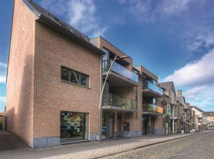 DIEPENBEEK CENTRUM<br /> Kantoorruimte met prachtige ligging in het centrum van Diepenbeek. Het kantoorgedeelte bestaat uit 2 ruimtes afgescheiden met