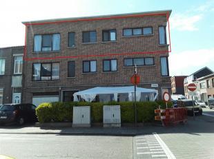 ANTWERPEN - DEURNE<br /> Gezellig appartement op het 2de verdiep in een blokje van 3 wooneenheden. Dit appartement bestaat uit een inkomhal, een woonk