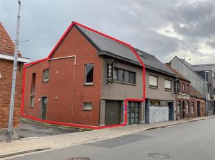 Het betreft een gezellig appartement, volledig gerenoveerd in 2013, met een klein terras, bestaande uit een ingangsdeur met ruime hall, living, keuken