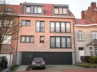 Prachtig, instapklaar duplex-appartement in een kleine nieuwbouwresidentie met lift gelegen op de Limburg Stirumlaan te Wemmel nabij winkels, nieuwe m