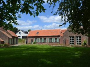 Belle maison de campagne entourée de verdure et une vue exceptionnelle sur les champs. La maison a été entièrement r&eacut