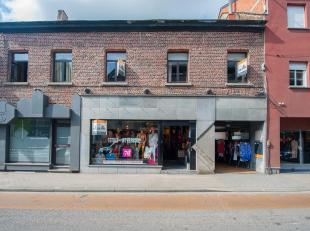 Ruime winkelruimte gelegen in het hartje van Wolvertem met mooie vitrine die veel mogelijkheden aanbied. Appartement op de 1ste verdieping bestaande u