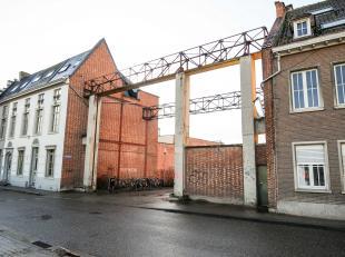 In de nieuwe hippe buurt van Leuven vinden we deze halfopen bouwgrond terug met een gevelbreedte van 8m. Op het gelijkvloers mag men tot 15m diep bouw