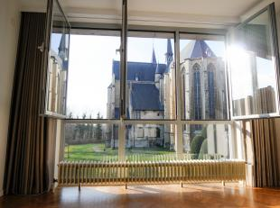 Ruim appartement met 3 slaapkamers op een gunstige locatie te centrum Leuven. <br /> Op de 2e verdieping hebben we de toegang tot het appartement. In