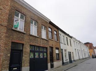 Een goed gelegen appartement met grote leefruimte en 1 slaapkamer in een rustige straat nabij het Astridpark te Brugge. Zijn o.a. aanwezig: enkel glas