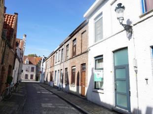 Een rustig en centraal gelegen gerenoveerde woning met twee slaapkamers en zonneterrasje in hartje Brugge. Zijn o.a. aanwezig: dubbel glas, open en in
