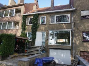 Ruime en super goed gelegen gezinswoning met zes slaapkamers, bureel, zonnige tuin, extra terrassen langsheen het water in de Maria Van Bourgondi&euml