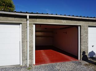 Net achter de ring, te Kristus-Koning, bevindt zich deze propere garage met elektrische poort in de Werfstraat te Brugge. Super handig, dicht bij cent