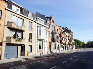 Instapklaar ruim en luchtig appartement met drie slaapkamers en twee badkamers nabij de Smedenpoort. Vrij recent en kleinschalig gebouw van 1998. Lift