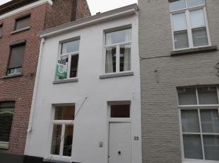 Uiterst goed gelegen, gezellige woning op enkele passen van Brugge centrum. Zijn o.a. aanwezig: veel ingemaakte en super handige kasten, twee slaapkam