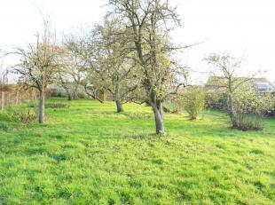 Rechtse lot reeds verkocht!! Twee stukken bouwgrond voor half open woningen met tuinen op slechts enkele meters van Koolskamp centrum en autostrade. S