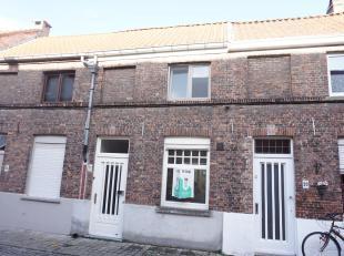 In een rustig gedeelte van Brugge bevindt zich deze knap gerenoveerde woning  met zonneterras en twee slaapkamers (één normale en een kl