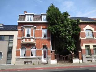 STER Immobiliën biedt u een karaktervolle en ruime woning aan , 210 m² bew. opp. op een perceel van 6a 90ca, nabij het centrum van Ninove. D