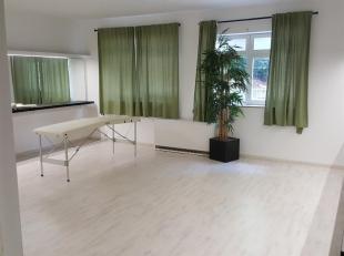 Commercieel pand van 80m² gelegen in het centrum van Genk, tegenover Shopping1.<br /> Geschikt voor vrij beroep, kantoor, dans- of sportzaal.<br