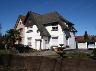 Woning op 7a74 opgesplitst in 1 gelijkvloers appartement en 1 duplex appartement.<br /> Huuropbrengst euro 1.250 per maand.<br /> <br /> Ideaal voo