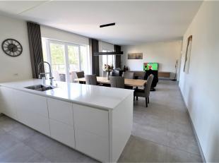 Zeer ruim, energieneutraal, kwaliteitsvolle penthouse op de 2de verdieping en met grote zonneterrassen (146m²). Uniek in Herentals, gelegen in ee