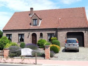 Ruime villa met een inpandige garage gelegen op een perceel van ca. 1.100m² en voorzien van 4 / 5 slaapkamers. Voorzien van alarmsysteem en elekt