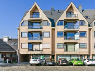 Dit zonnig en zeer rustig appartementje van 57m2 wordt verkocht door eerste eigenaar. Het appartement bestaat uit één slaapkamer, leefru