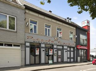 Handelszaak met woonst op topligging in Aalst! Deze handelszaak bestaat uit een kelder en een handelsruimte van 254m² (momenteel restaurant) inge