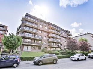 STROMBEEK-BEVER op de grens met LAKEN, in een mooi gebouw, een appartement met een oppervlakte van ± 106 m² met een terras. Dit appartemen