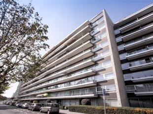 Molenbeek-Saint-Jean, Quartier Machtens (Métro Gare de l'Ouest) face au Parc Albert, lumineux appartement de ± 75m². Il se compose