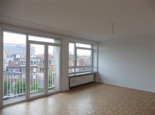 MOLENBEEK-SAINT-JEAN, à proximité des commerces et  des communications, bel appartement ±83m² situé au 6ème &e