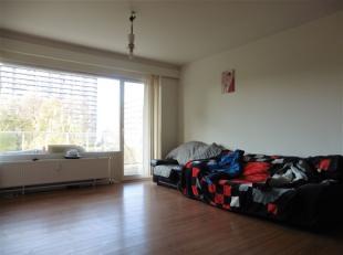Quartier De Wand, proximité des commerces et des transports, bel appartement bien entretenu situé au 2ème étage. Il se com