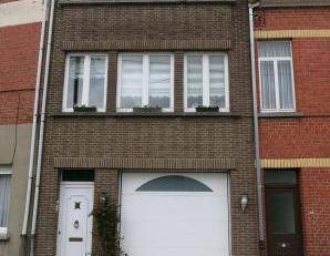 En bordure de Bruxelles , Belle maison unifamiliale de 5 chambres + jardin et garage. (possibilité de bi-familiale)Au rez-de-chaussée :