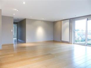 WATERLOO, à proximité immédiate du centre, superbe appartement de standing de 260m² habitables comprenant: hall d'entr&eacut