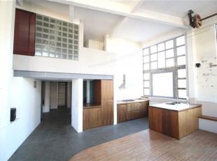 SCHAERBEEK, proche des transports et des commerces, dans une ancienne fabrique, loft d'une superficie de ±110m²,comprenant un grand salon,
