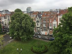 BRUXELLES, Square Marie Louise, dans le quartier très recherché et proche des Institutions Européennes, idéal pour colocat